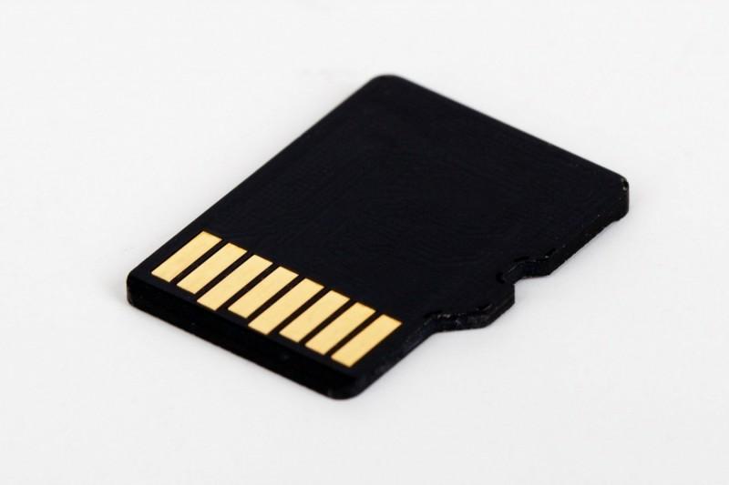 micro-sd-card-72141_1280