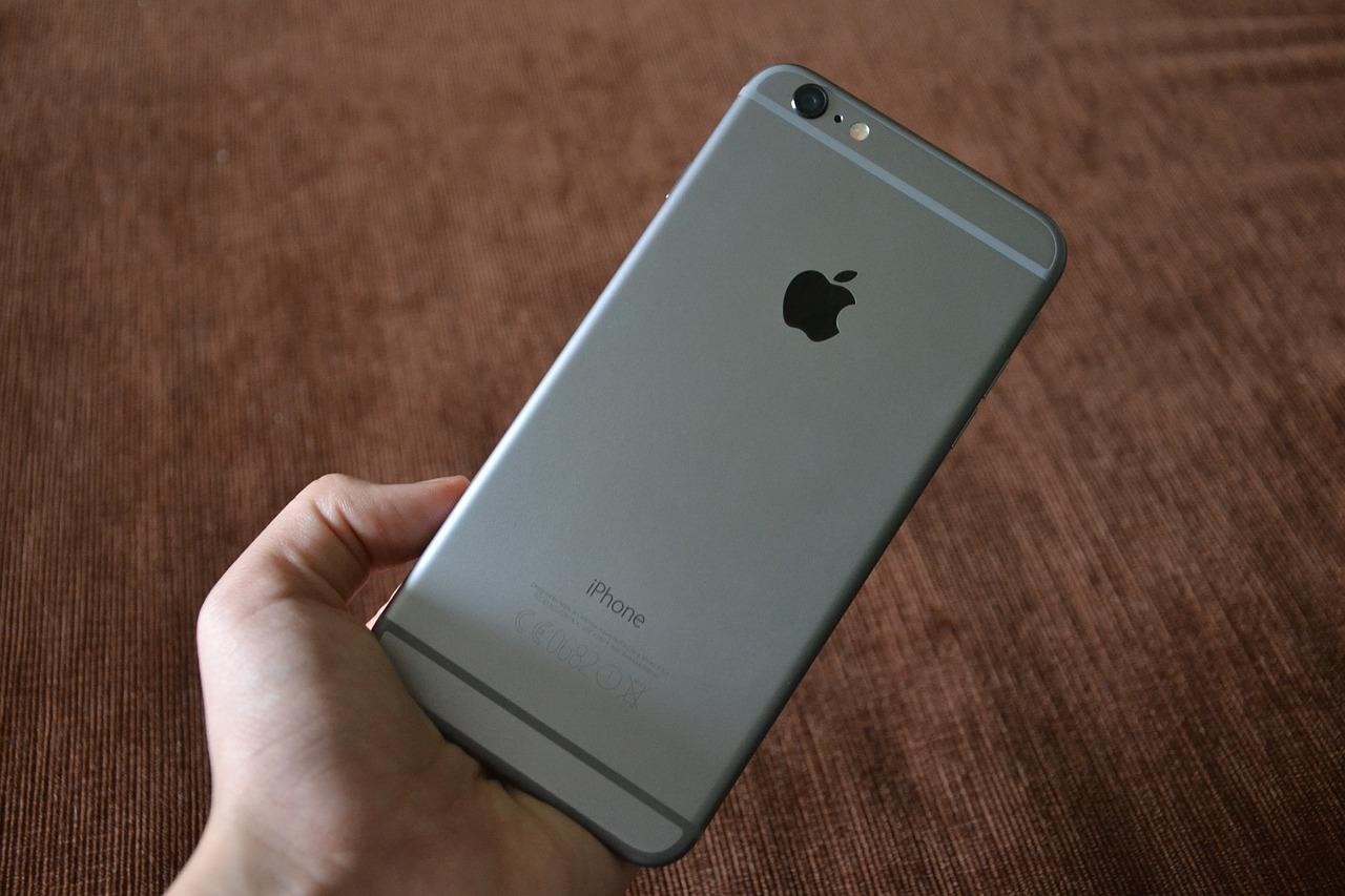 【iPhone・MacbookPro】Apple製品のシリアル番号はどこにある?