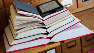 【自炊】本の裁断を「裁断機ナシ」でカッターのみでやる方法!かかる時間や効率は・・・・