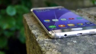 【画像】Galaxy S7 edgeって、ケースを付けるとどんな感じ?手帳型も検討!